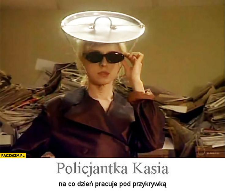 Policjantka Kasia na co dzień pracuje pod przykrywką 13 posterunek trzynasty