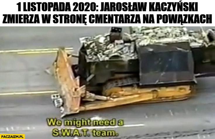 1 listopada 2020 Jarosław Kaczyński zmierza w stronę cmentarza na Powązkach buldożer czołg