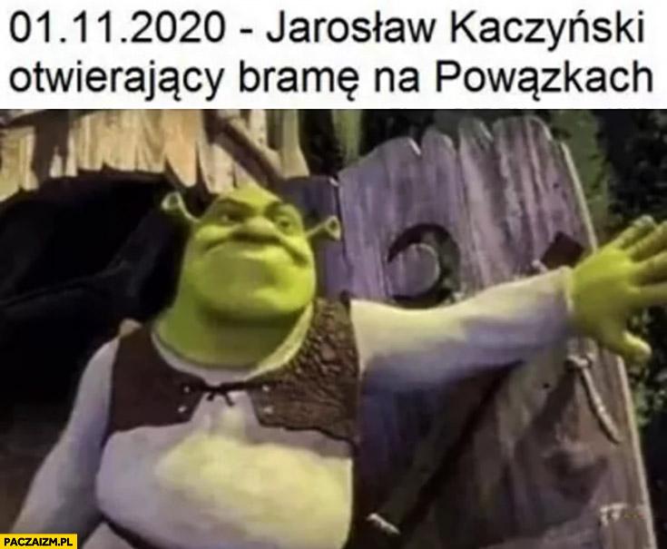 1 listopada Kaczyński otwierający bramę na Powązkach Shrek