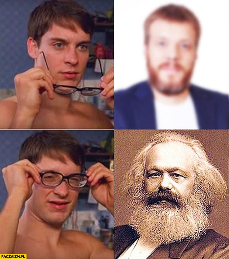 Adrian Zandberg po założeniu okularów Karol Marks
