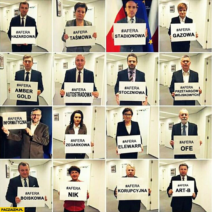 Afery Platformy Obywatelskiej posłowie trzymają kartki