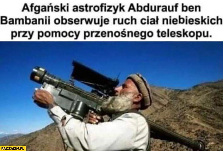 Afgański astrofizyk obserwuje ruch ciał niebieskich przy pomocy przenośnego teleskopu wyrzutnia pocisków rakiet