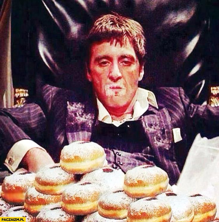 Al Pacino cały w pączkach Scarface