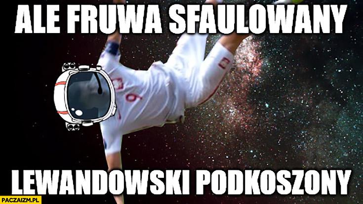 Ale fruwa sfaulowany Lewandowski podkoszony