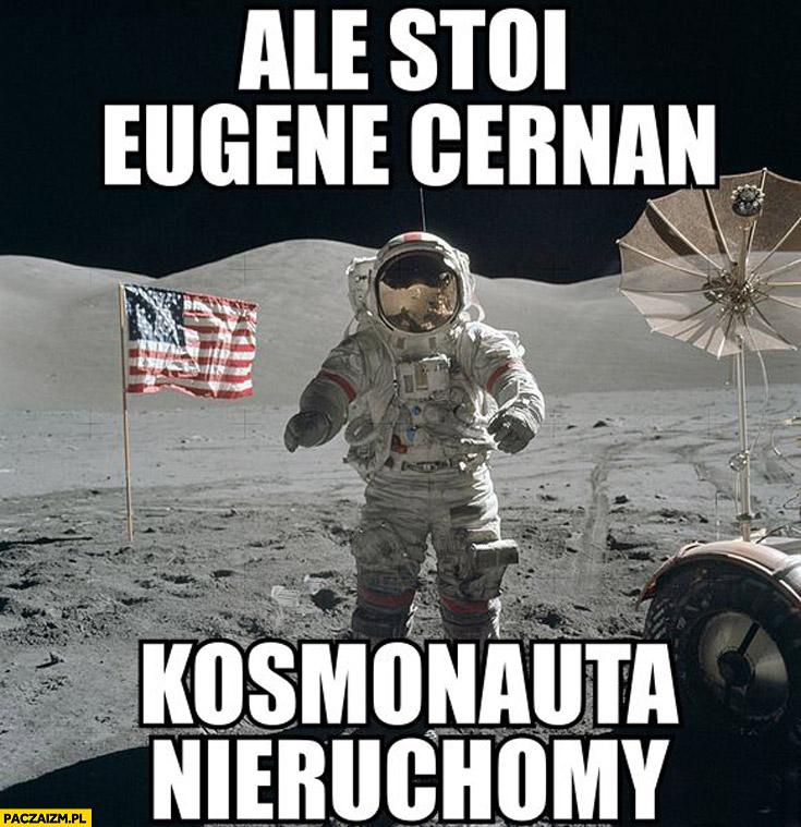 Ale stoi Eugene Cernan kosmonauta nieruchomy