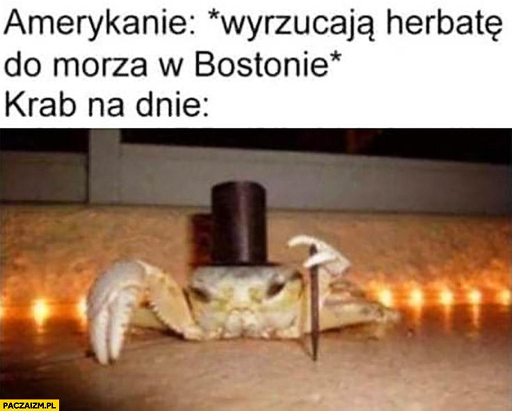 Amerykanie wyrzucają herbatę do morza w Bostonie, krab na dnie zadowolony