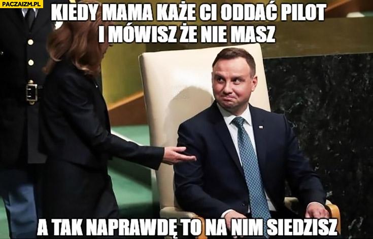 Andrzej Duda kiedy mama każe Ci oddać pilota i mówisz, że nie masz a tak naprawdę to na nim siedzisz