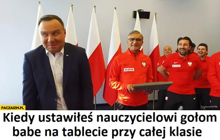 Andrzej Duda kiedy ustawiłeś nauczycielowi gołą babę na tablecie przy całej klasie