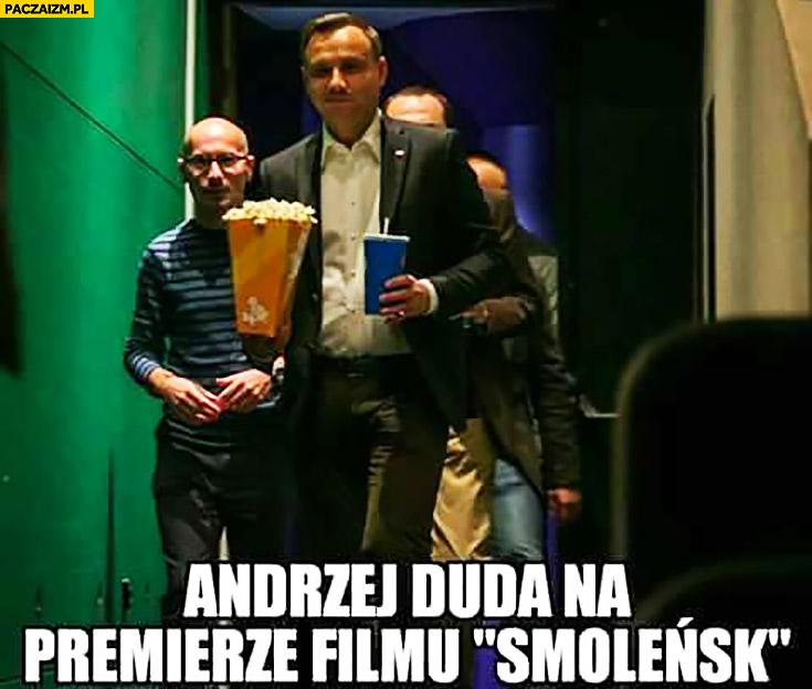 Andrzej Duda na premierze filmu Smoleńsk popcorn cola