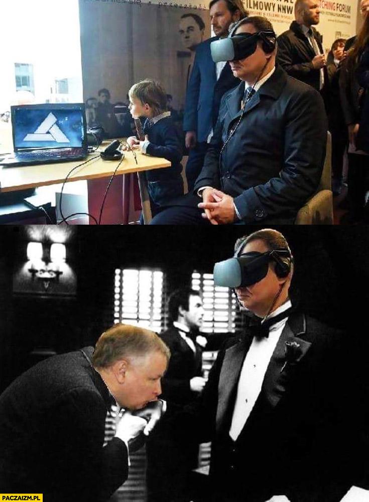Andrzej Duda okulary VR wirtualnej rzeczywistości wyobraża sobie, że Kaczyński całuje mu dłoń Ojciec Chrzestny