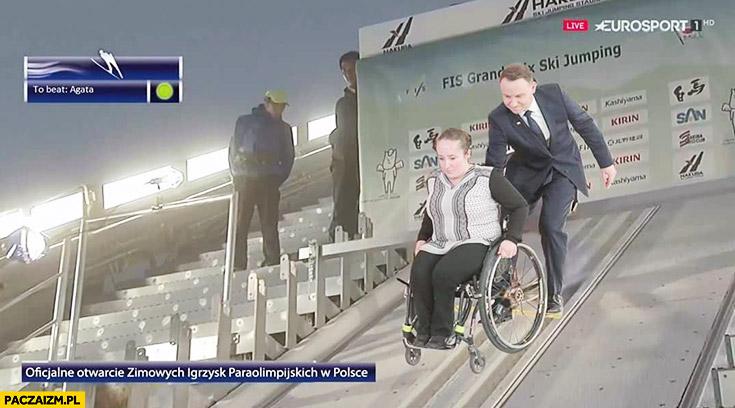 Andrzej Duda puszcza niepełnosprawną na wózku inwalidzkim ze skoczni narciarskiej otwarcie zimowych igrzysk paraolimpijskich przeróbka