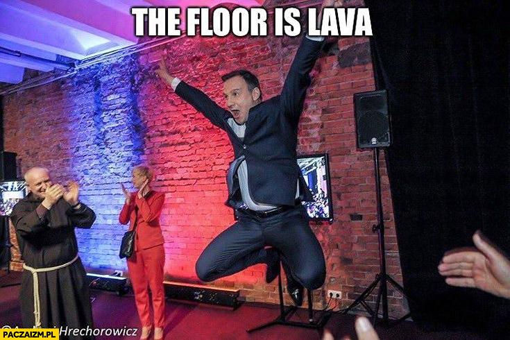 Andrzej Duda skacze podłoga to lawa