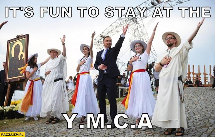Andrzej Duda śpiewa tanczy it's fun to stay at the YMCA