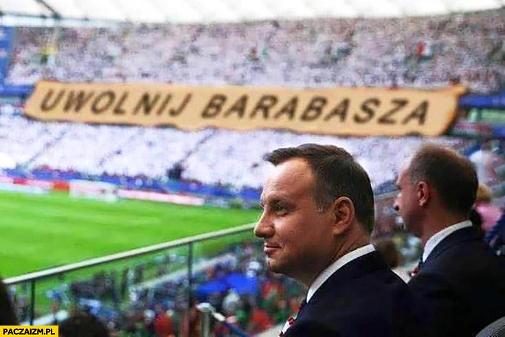 Andrzej Duda uwolnij Barabasza napis na stadionie