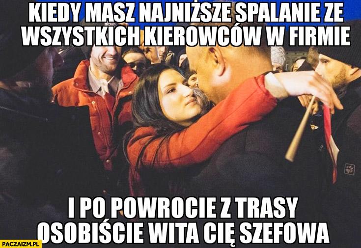 Andrzej Duda z fanką kiedy masz najniższe spalanie ze wszystkich kierowców w firmie i po powrocie z trasy osobiście wita Cię szefowa