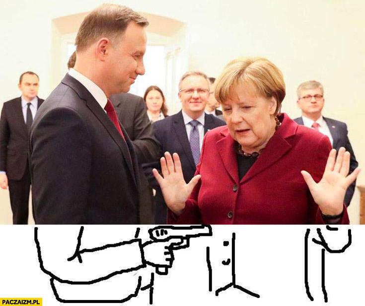 Andrzej Duda z pistoletem Angela Merkel ręce do góry obrazek dorysowany do zdjęcia pod zdjęciem