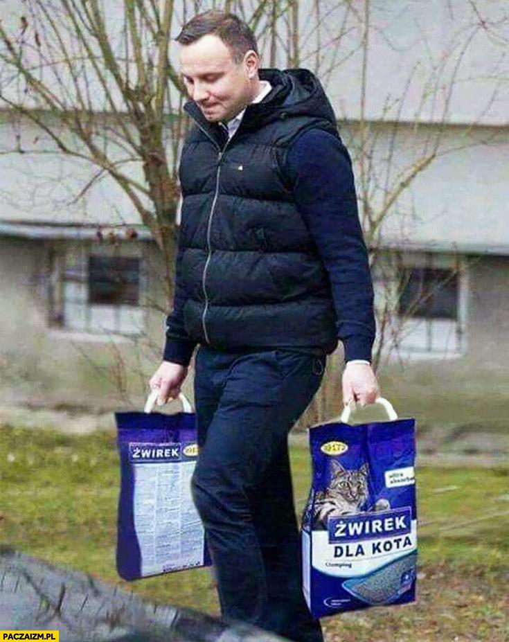 https://paczaizm.pl/content/wp-content/uploads/andrzej-duda-zakupy-niesie-zwirek-dla-kota-kaczynskiego.jpg