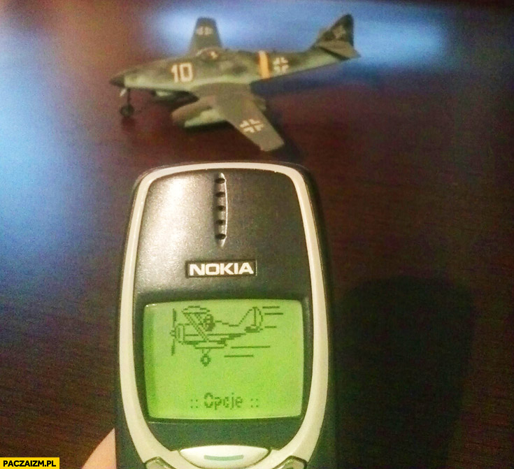 Aparat w Nokia 3310 samolot