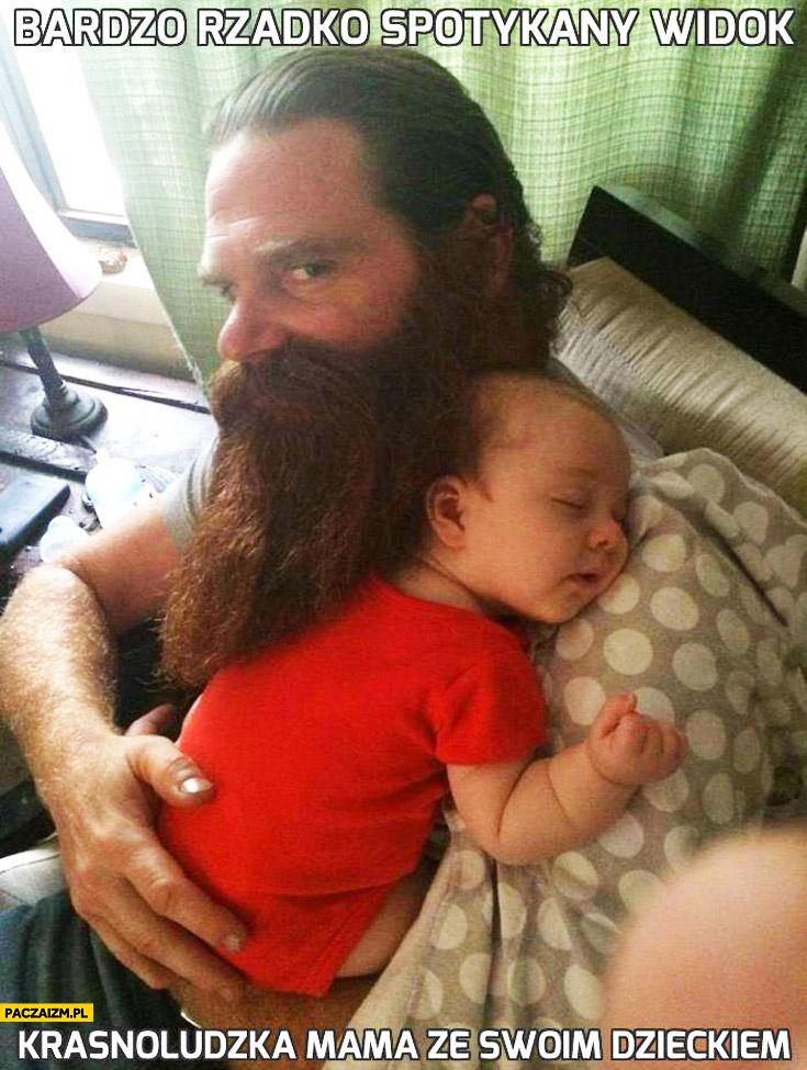 Bardzo rzadki widok krasnoludzka mama ze swoim dzieckiem facet z brodą