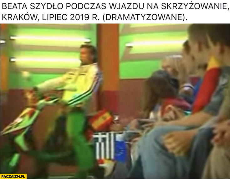 Beata Szydło podczas wjazdu na skrzyżowanie Kraków lipiec 2019 dramatyzowane Conrado Moreno