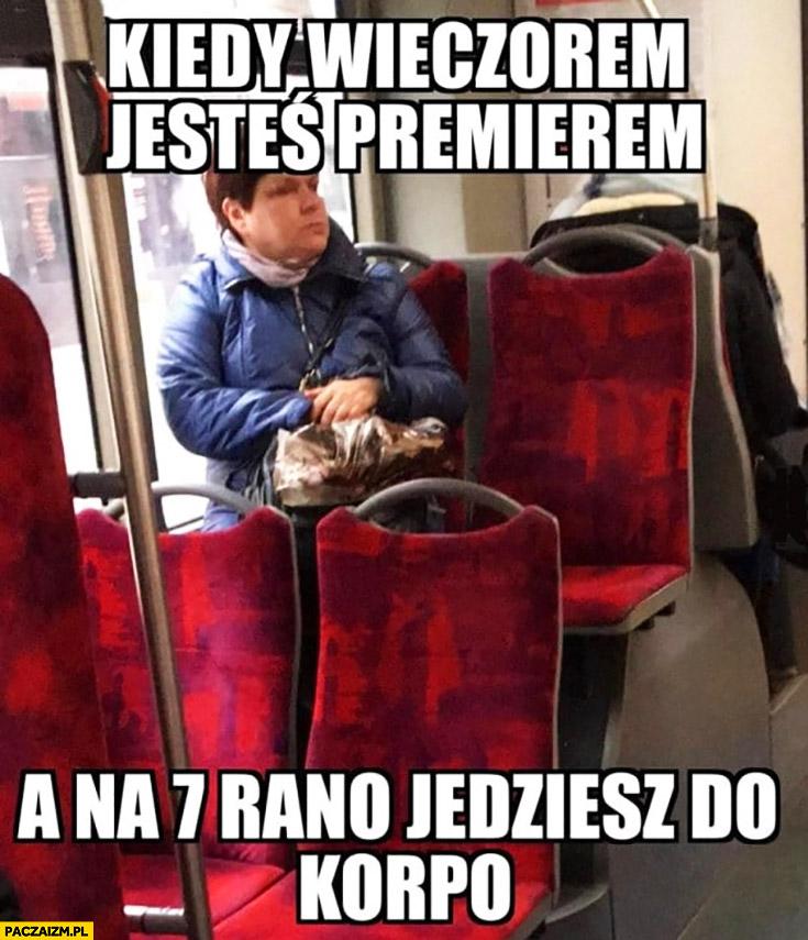 Beata Szydło w autobusie kiedy wieczorem jesteś premierem a na 7 rano jedziesz do korpo