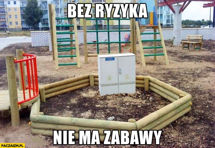 Bez ryzyka nie ma zabawy skrzynka z prądem bezpieczniki na placu zabaw w piaskownicy