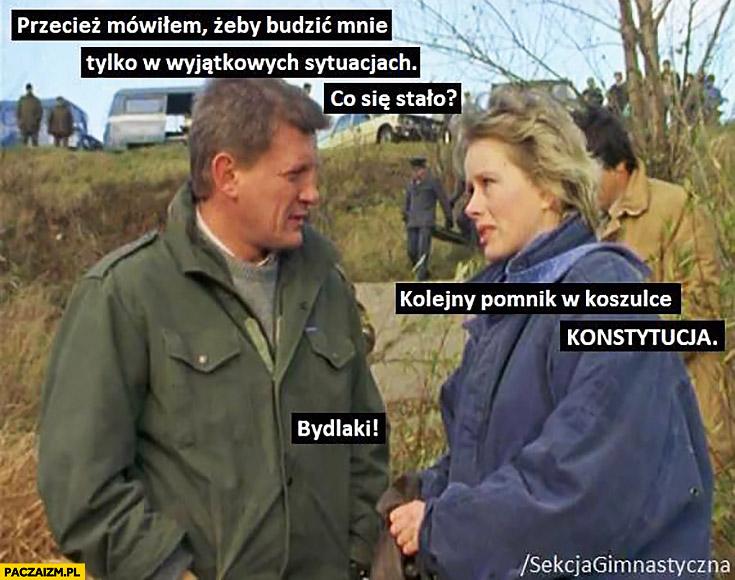 Borewicz: kolejny pomnik w koszulce konstytucja, mówiłem żeby mnie budzić tylko w wyjątkowych sytuacjach co się stało?