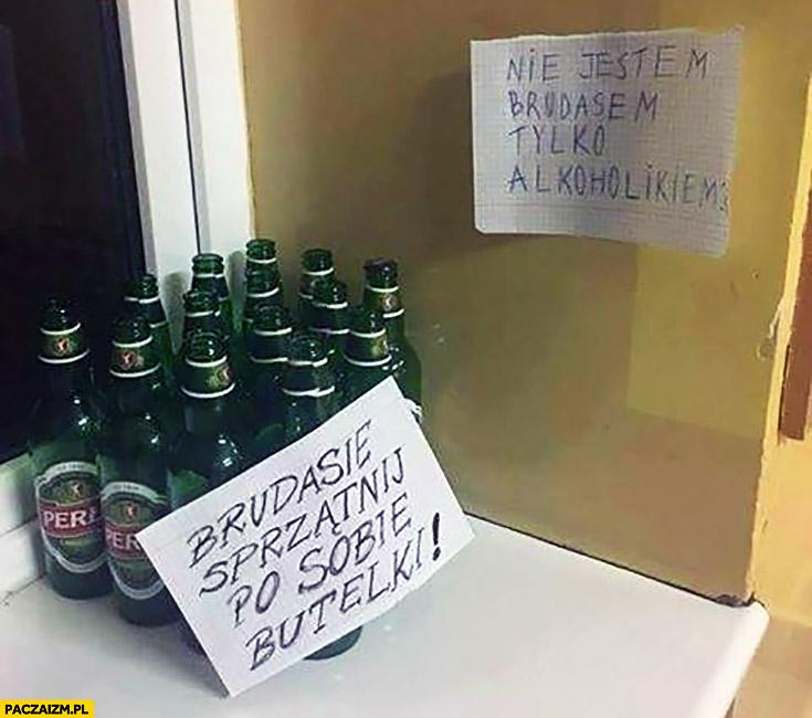 Brudasie sprzątaj po sobie butelki, nie jestem brudasem tylko alkoholikiem kartka napis