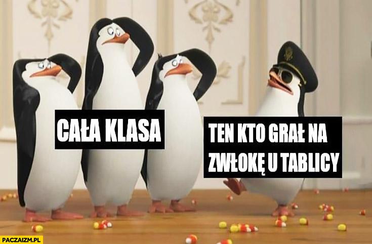 Cała klasa, ten który grał na zwłokę przy tablicy salutują mu pingwiny
