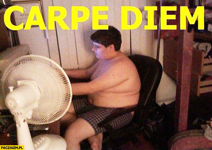 Carpe diem cały dzień przy komputerze