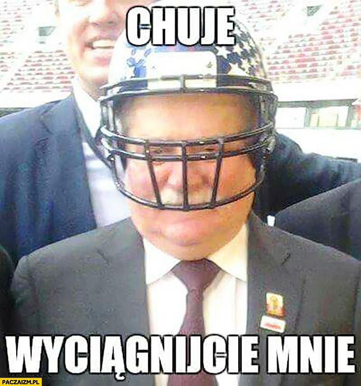 Chamy wyciągnijcie mnie Lech Wałęsa w kasku hełmie rugby futbolu amerykańskiego