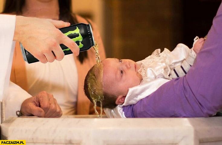 Chrzest polewa głowę dziecka energetykiem Monster