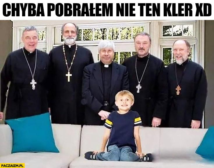 Chyba pobrałem nie ten Kler księża mały chłopczyk na kanapie