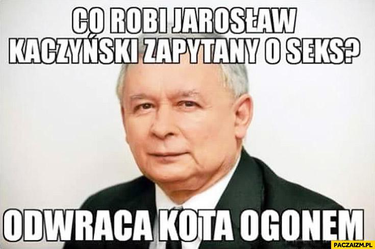 Co robi Jarosław Kaczyński zapytany o seks? Odwraca kota ogonem