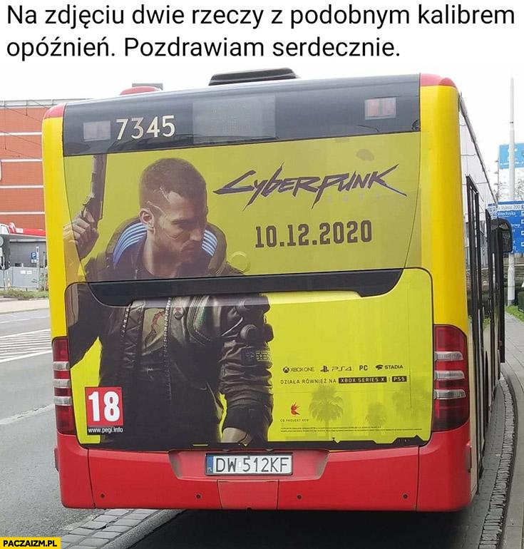 Cyberpunk reklama na autobusie na zdjęciu dwie rzeczy z podobnym kalibrem opóźnień