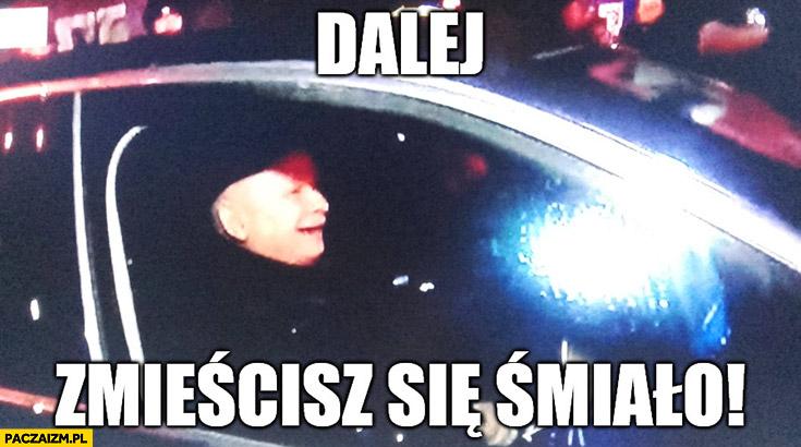 Dalej zmieścisz się śmiało Kaczyński w samochodzie rozjeżdża ludzi