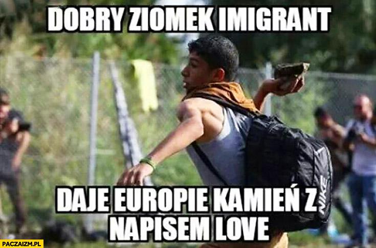 Dobry ziomek imigrant daje Europie kamień z napisem love