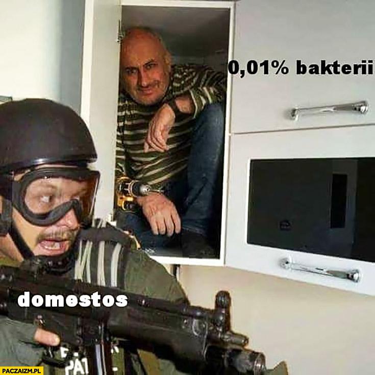 Domestos vs 0,01% procent bakterii komandos policjant cygan schowany w szafce