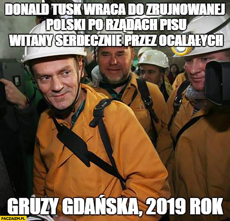 Donald Tusk wraca do zrujnowanej Polski po rządach PiSu witany serdecznie przez ocalałych. Gruzy Gdańska 2019 rok