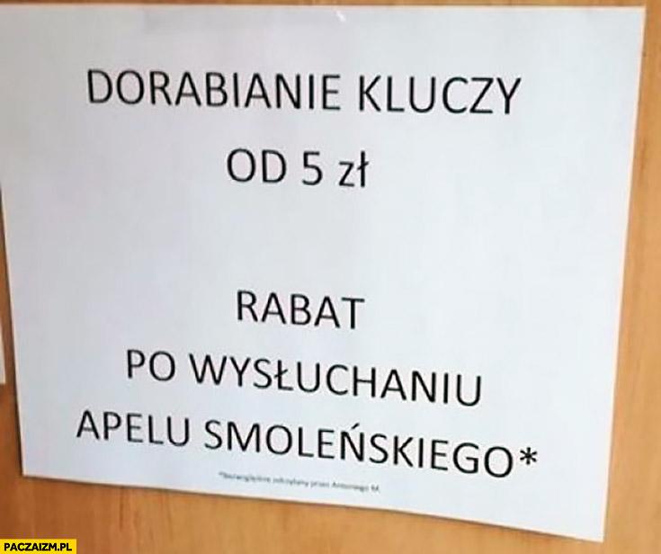 Dorabianie kluczy od 5 zł, rabat po wysłuchaniu Apelu Smoleńskiego kartka napis