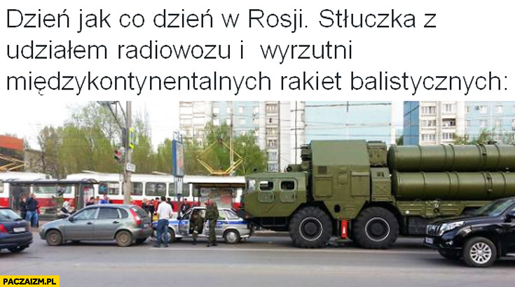 Dzien jak co dzień w Rosji stłuczka z udziałem radiowozu i wyrzutni międzykontynentalnych rakiet balistycznych
