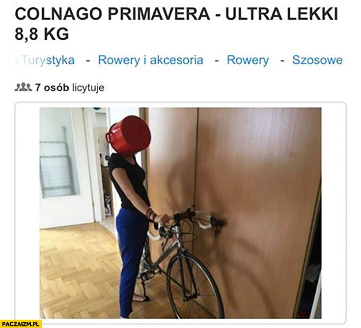 Dziewczyna z garnkiem na głowie twarzy rower na sprzedaż aukcja licytacja