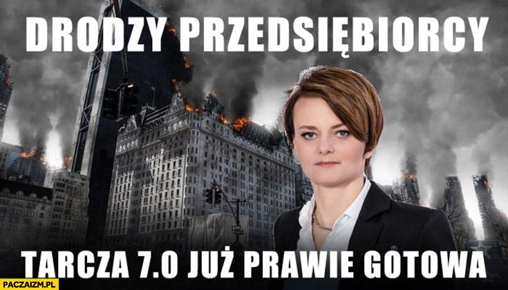 Emilewicz drodzy przedsiębiorcy tarcza antykryzysowa 7 już prawie gotowa ruiny w tle