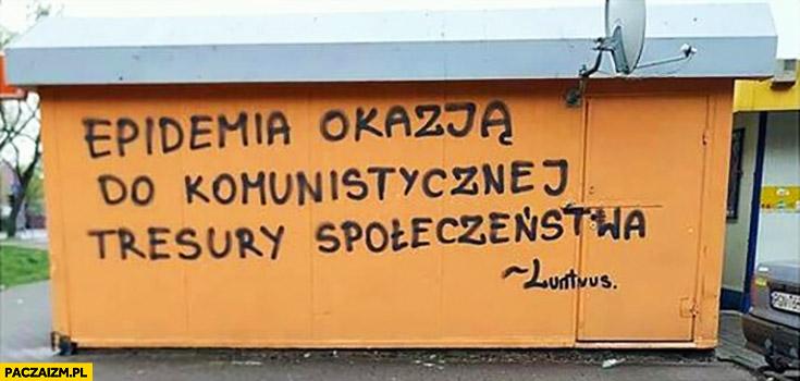 Epidemia okazją do komunistycznej tresury społeczeństwa napis na murze