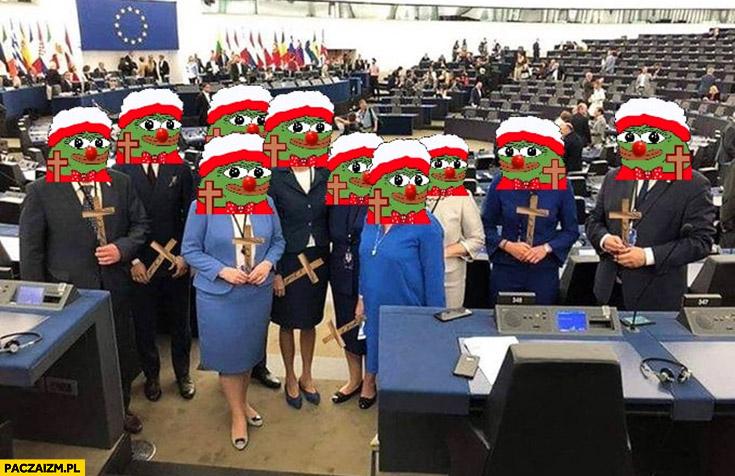 Europoslowie PiS w parlamencie europejskim z krzyżami honk przeróbka