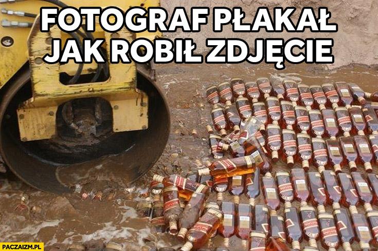 Fotograf płakał jak robił zdjęcie niszczenie rozjeżdżanie Red Label