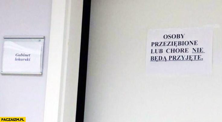 Gabinet lekarski osoby przeziębione lub chore nie będą przyjęte kartka napis