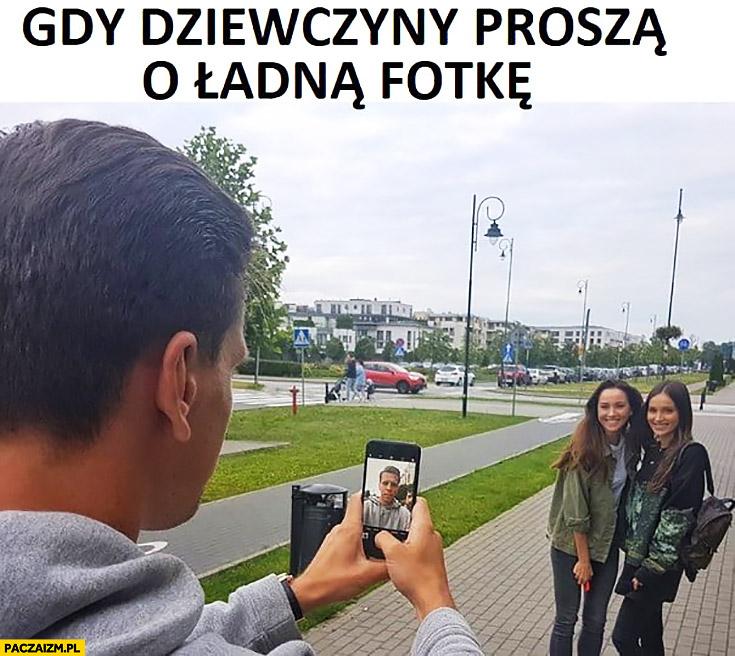 Gdy dziewczyny proszą o ładną fotkę Szczęsny robi selfie