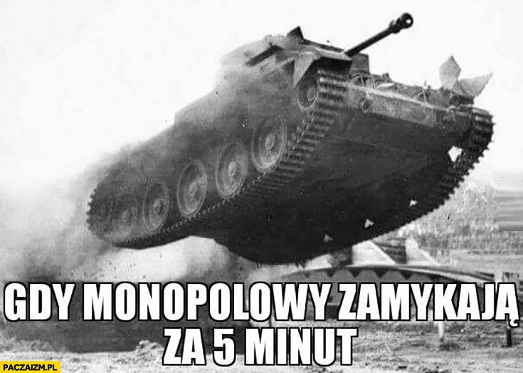 Gdy monopolowy zamykają za 5 minut czołg jedzie skacze