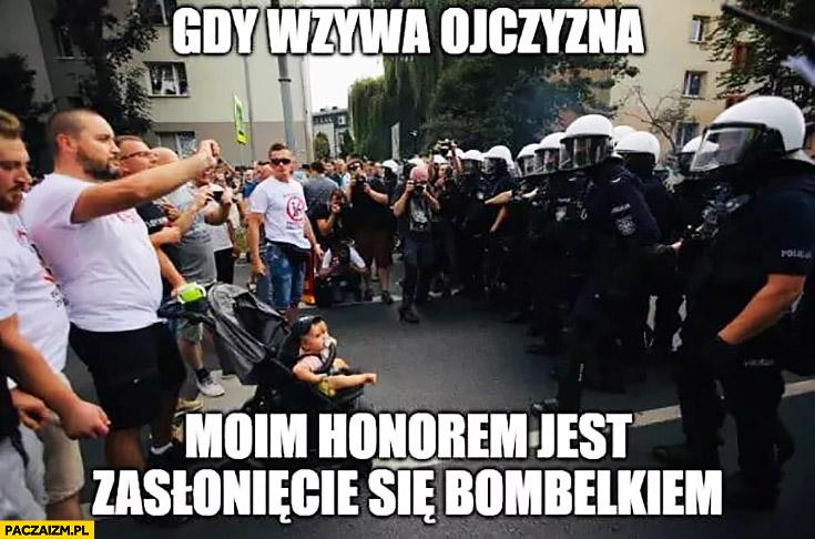 Gdy wzywa ojczyzna moim honorem jest zasłonięcie bombelkiem dziecko Marsz Równości Białystok